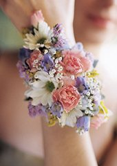 MIXED FLOWERS Wristlet Corsage