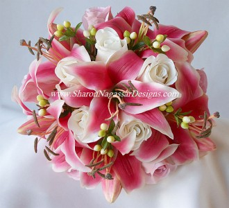 Wedding Bouquet Price can vary in size