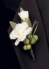 MINI CARNATION & BERRIES Boutonniere