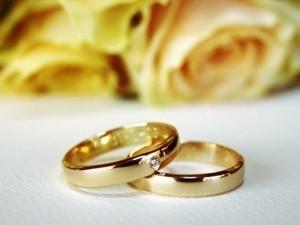 Weddings Bridal bouquets, floral cake decorations, wedding ceremony flowers, centerpieces