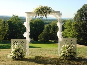 Weddings Bridal bouquets, floral cake decorations, wedding ceremony ...