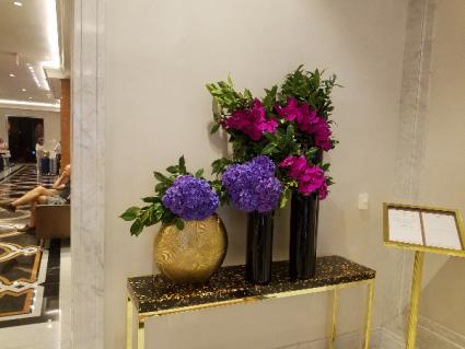 Hotel - Restaurant displays Weekly flower service