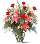 WF269 Stargazer Lilies & Roses