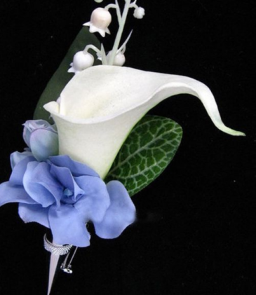 WHITE AND BLUE BOUTONNIER ELEGANT MIXTURE OF FLOWERS