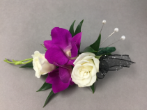 White and purple mix Boutonnière