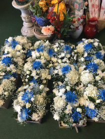 WHITE & BLUE TABLE CENTER PIECES