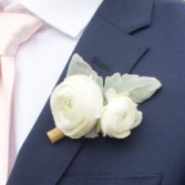 WHITE BOUTONNIER ELEGANT MIXTURE OF FLOWERS