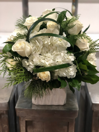 WHITE COTTON ELEGANT MIXTURE OF FLOWERS