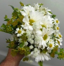 WHITE DAISIES AND SUMMER MIX WEDDING BOUQUET