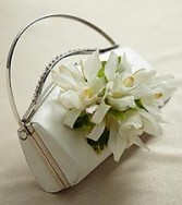 WHITE PURSE BOUQUET WEDDING