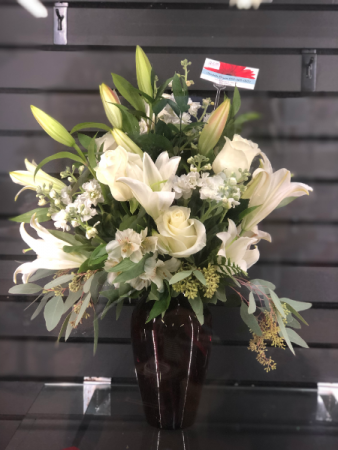 White Splendor Lily and roses