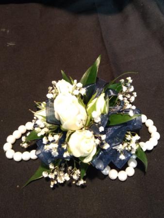 White spray roses with pearl bracelet in navarre fl navarre beach white spray roses with pearl bracelet mightylinksfo