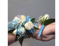 WHITE SPRAY ROSE/TEAL SET CORSAGE AND BOUT SET
