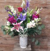 White Vase Splendor Deluxe Valentine arrangement