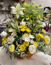 White & Yellow Basket white roses and yellow daisies