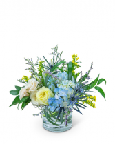Wilde Blue Flower Arrangement