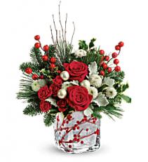 Winteberry Kisses Bouquet      T18X600 Keepsake Arrangement