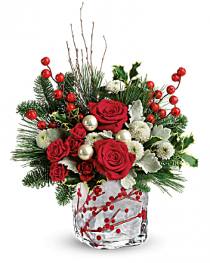 Winter berry kisses centerpiece in Claremont, NH | FLORAL DESIGNS BY LINDA PERRON
