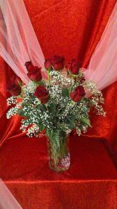 R12V Dazzling Dozen Valentine Arrangement