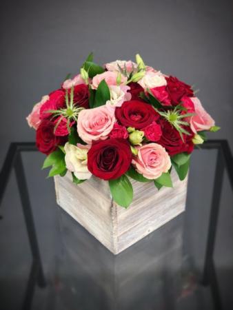 WOOD BOX ROSES ELEGANT MIXTURE OF ROSES