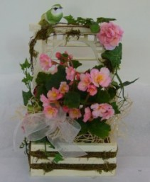 WOODEN TRELLIS PLANTER Blooming Plant
