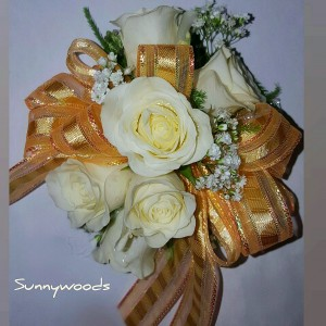Wristlet WG24 Corsage in Chatham, NJ | SUNNYWOODS FLORIST