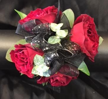Wristlet w/red spray roses  Prom