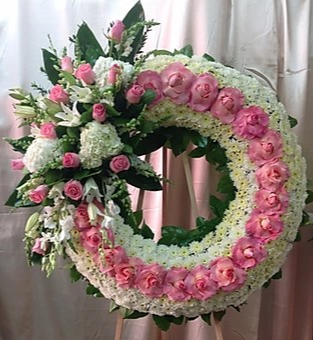 WS 1 PINK AND WHITE WREATH W/PINK LEFT CULSTER