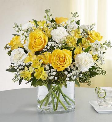 yellow and white vase arrangement vase/everyday