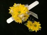 Yellow Daisy Wristlet & Bout Prom