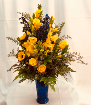 Yellow Dozen Fresh cut vase arrangement in Decatur, TX | A RAY OF FLOWERS