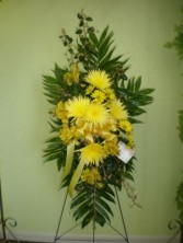 YELLOW MUM EASEL FUNERAL FLOWERS