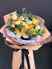 Yellow & peach bouquet