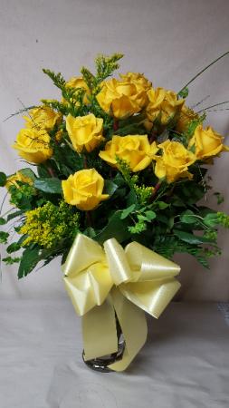 yellow sunshine roses dozen yellow roses