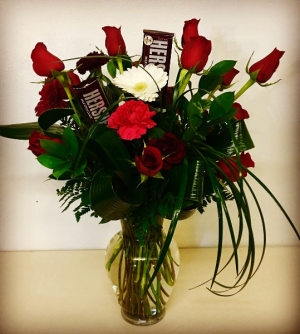 Sweet Heart 12 Roses with Chocolate in Plainview, TX | Kan Del's Floral, Candles & Gifts
